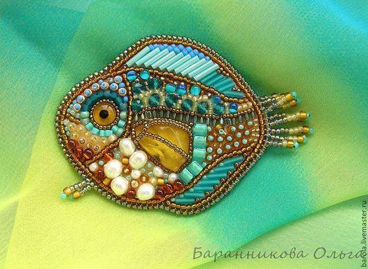 """Броши ручной работы. Ярмарка Мастеров - ручная работа. Купить Брошь """"Янтарная рыбка"""". Handmade. Брошь, янтарь натуральный, Янтарный"""