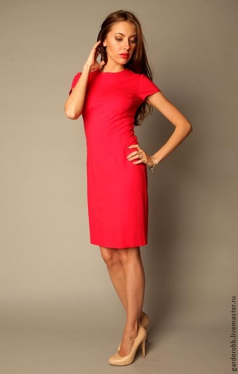 Платье футляр с коротким рукавом деловое фото