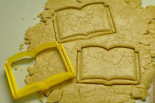 """Кухня ручной работы. Ярмарка Мастеров - ручная работа. Купить Форма для пряников и печенья """"Открытая книга"""" с тиснением. Handmade. Желтый"""