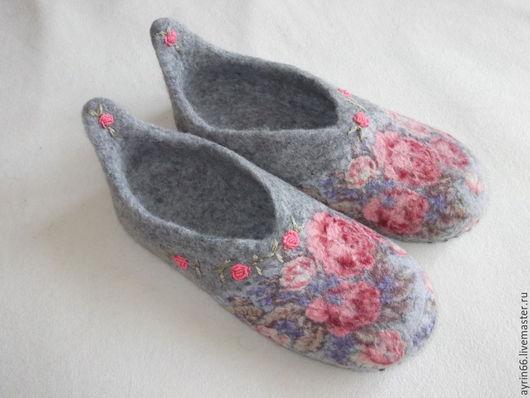 """Обувь ручной работы. Ярмарка Мастеров - ручная работа. Купить Тапочки """"Дуняша"""". Handmade. Разноцветный, тапочки валяные, подарок женщине"""