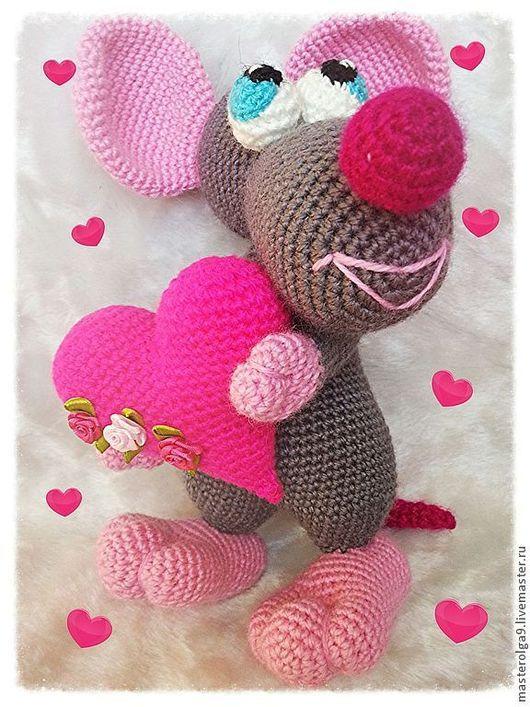 Игрушки животные, ручной работы. Ярмарка Мастеров - ручная работа. Купить Вязаная игрушка мышь с сердцем (мыши, мышка, сердце). Handmade.