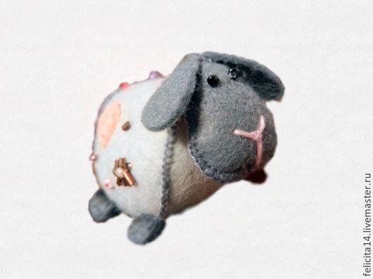 """Игрушки животные, ручной работы. Ярмарка Мастеров - ручная работа. Купить Игольница-сувенир """"Овечка"""". Handmade. Серый, игрушка из фетра"""