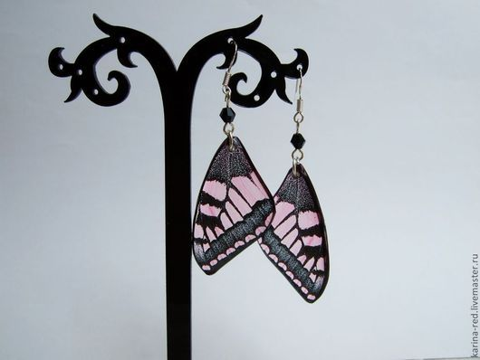Купить оригинальные милые прозрачные серьги из ювелирной эпоксидной смолы розовые черные крылья бабочки бохо эко украшения ручной работы Карина Бойко
