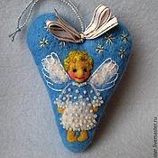 Подарки к праздникам ручной работы. Ярмарка Мастеров - ручная работа Ёлочная игрушка Сердце с рождественским ангелом. Handmade.