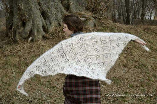 Ажурная шаль из шерсти среднеазиатской овчарки