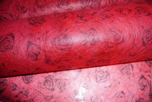 Фетр флористический  рисунком ` Розы ` Легкий, приятный на ощупь, нетканый материал. Палочка-выручалочка.