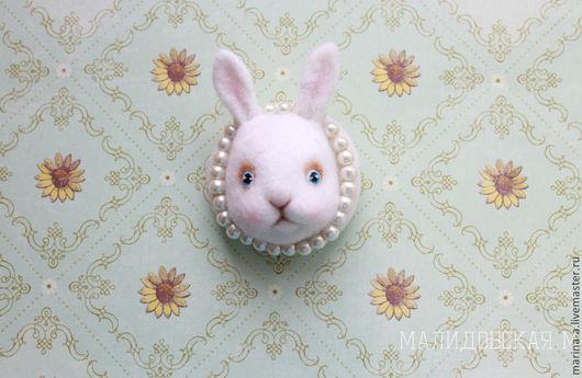Броши ручной работы. Ярмарка Мастеров - ручная работа. Купить Брошь с кроликом (а также и другие варианты). Handmade. Белый