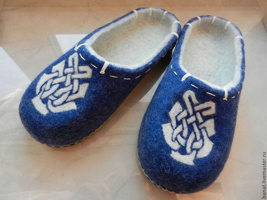 """Обувь ручной работы. Ярмарка Мастеров - ручная работа. Купить Тапки валяные домашние """"Зимнее утро"""". Handmade. Синий, подарок"""
