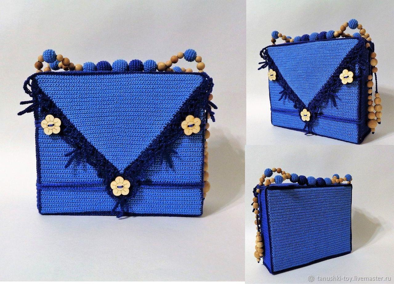 Игровой набор сумочка - домик `Заюшкина избушка`. Сумочка имеет прочную ручку, состоящую из гладких и обвязанных ароматных можжевеловых бусин, а также украшение из бусин сбоку.