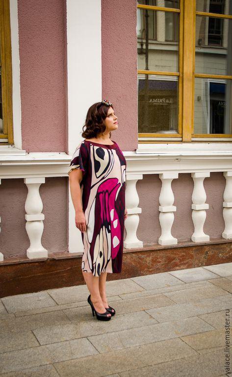 Шёлковое платье свободного кроя для мечтательной и романтичной натуры! А также для девушки, которая любит свободу в одежде. Это платье хорошо смотрится и на 46 и на 52 размере. Выбор за вами!
