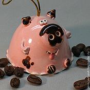 Сувениры и подарки ручной работы. Ярмарка Мастеров - ручная работа Свинка колокольчик. Handmade.