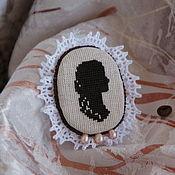 Украшения ручной работы. Ярмарка Мастеров - ручная работа Брошь-камея с вышивкой, кофе, шоколад, жемчуг. Handmade.