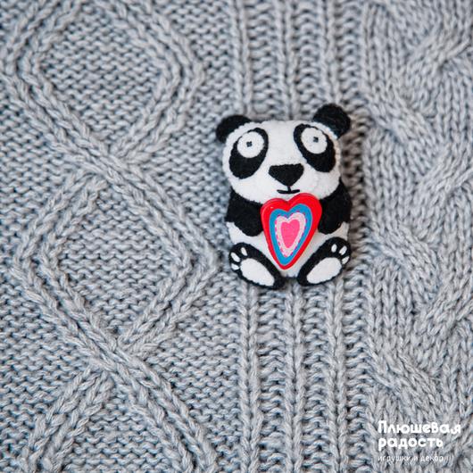 """Броши ручной работы. Ярмарка Мастеров - ручная работа. Купить Брошь из фетра """"Панда с сердцем"""". Handmade. Черный, прикольная брошь"""