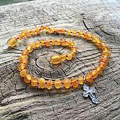 Подарки к праздникам ручной работы. Ярмарка Мастеров - ручная работа Янтарная цепочка с крестиком. Handmade.