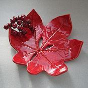 """Для дома и интерьера ручной работы. Ярмарка Мастеров - ручная работа """"Красный лист с дырочками"""" керамическая мыльница. Handmade."""