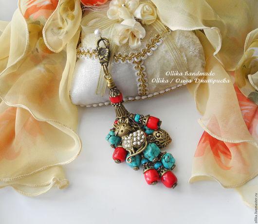 Брелок Кошечка Умница Красавица, брелок с кошкой, брелок с кораллом с бирюзой с жемчугом, брелок для ключей, украшение на сумку