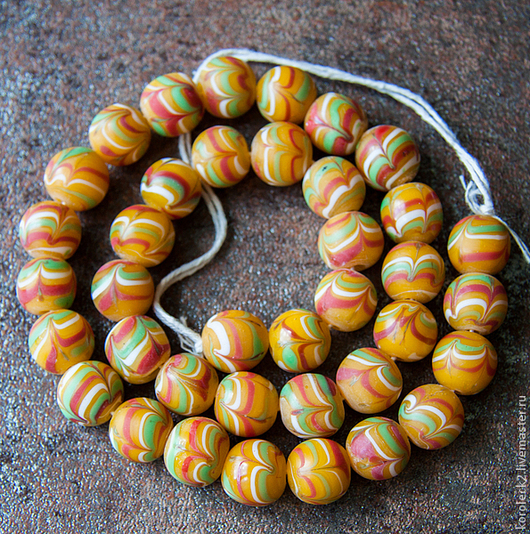 Для украшений ручной работы. Ярмарка Мастеров - ручная работа. Купить Желтые с разноцветными перышками матовые стеклянные бусины, Индонезия. Handmade.