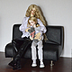 На фотографии представлены для примера куклы 75 и 47 см.