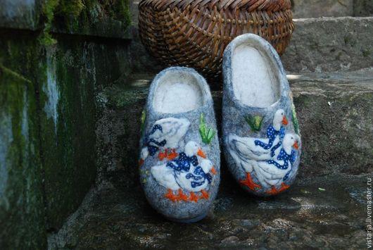 Обувь ручной работы. Ярмарка Мастеров - ручная работа. Купить Тапочки 38 «С приветом из Праги». Handmade. Серый