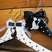 Для дома и интерьера ручной работы. Ярмарка Мастеров - ручная работа Вешалки плечики парные Чёрная кошка белый кот.. Handmade.