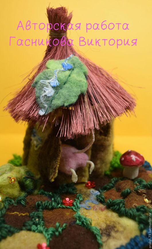 `ДОМ 2` это игрушка для детей, но в помощь родителям. Там живет розовый крот, который  наблюдает за поведением малыша, и если он хорошо себя ведет, утром хорошо встает, то ребенок получает конфетку.