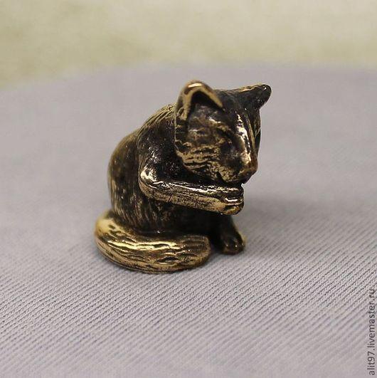 Миниатюра ручной работы. Ярмарка Мастеров - ручная работа. Купить Кошка умывается, статуэтка. Handmade. Золотой, бронза, фигурки кошек