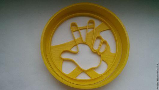 Логотип из развивающего мультфильма Фиксики в виде формы-вырубки для печенья, пряников, мастики и пластилина. Порадуйте своих детей! Можно сделать формы на заказ по фото.