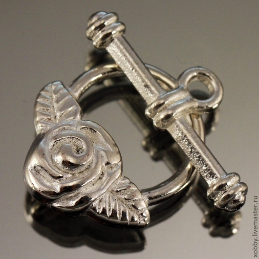 Замок застежка для украшений тоггл розочка с листьями на кольце\r\nЦинковый сплав\r\nЦвет застёжки светлое стерлинговое серебро