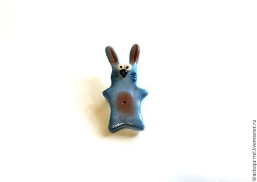 """Броши ручной работы. Ярмарка Мастеров - ручная работа. Купить Брошь """"Зайчик"""". Handmade. Голубой, брошь, заяц, полимерная глина"""