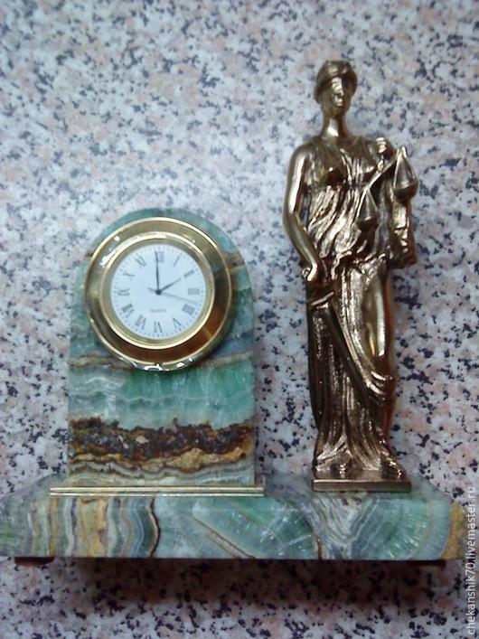 """Часы для дома ручной работы. Ярмарка Мастеров - ручная работа. Купить Настольные часы """"Фемида"""". Handmade. Коричневый, сувенир, чеканка"""