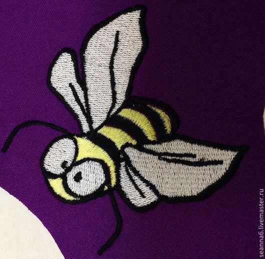 """Юмор ручной работы. Ярмарка Мастеров - ручная работа. Купить Вышитая картина, картинка, панно """"Пчелка сошла с ума от счастья"""". Handmade."""