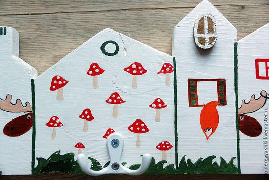 Детская ручной работы. Ярмарка Мастеров - ручная работа. Купить вешалка с крючками домики Лесные жители. Handmade. Дерево, вешалка