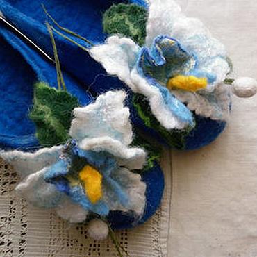 Обувь ручной работы. Ярмарка Мастеров - ручная работа Тапочки-шлепки валяные из шерсти Белая орхидея на синем. Handmade.