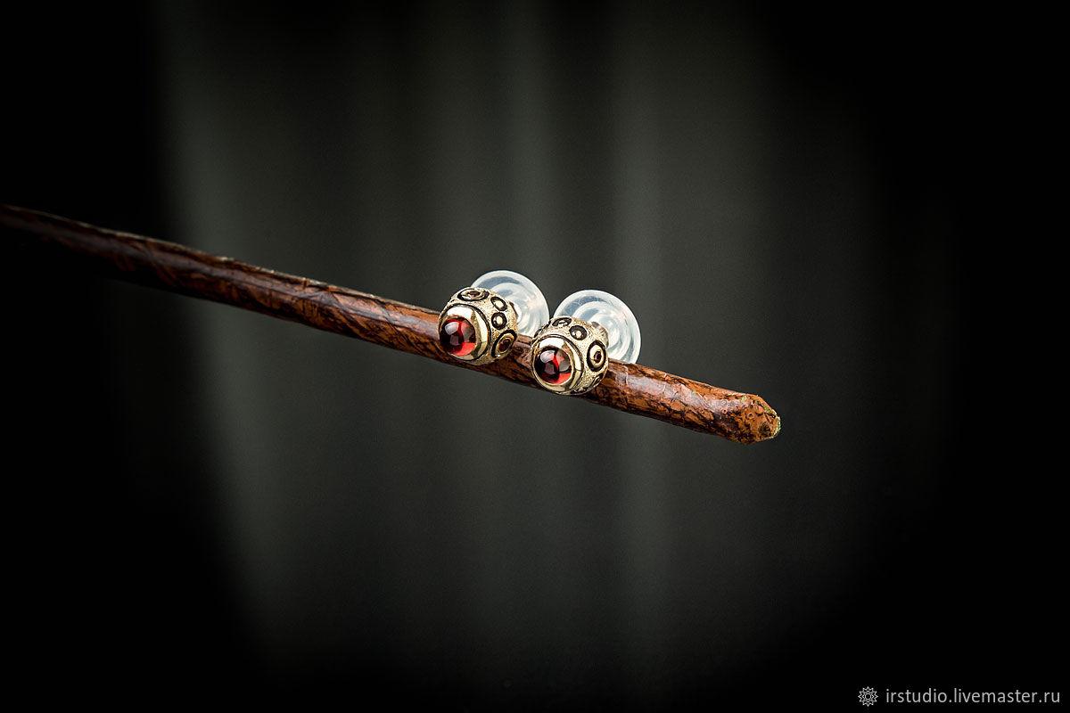 Позолоченные гвоздики с гранатами Simple Garnet, Серьги-пусеты, Москва,  Фото №1