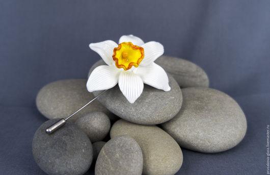 """Броши ручной работы. Ярмарка Мастеров - ручная работа. Купить Брошь """"Нарцисс"""". Handmade. Белый, оранжевый, авторские украшения"""
