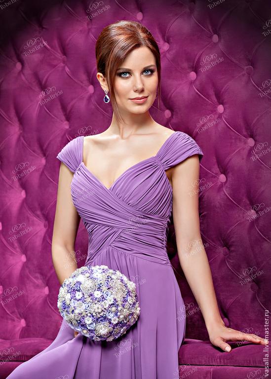 Сиреневый брошь-букет ` Виолетта` с роскошным платьем от TO BE BRIDE.