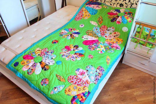 Пледы и одеяла ручной работы. Ярмарка Мастеров - ручная работа. Купить Лоскутное покрывало  «Детская полянка»  № 398. Handmade.