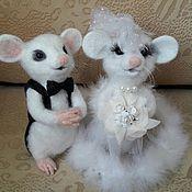 Куклы и игрушки ручной работы. Ярмарка Мастеров - ручная работа игрушки валяные свадебные мышата. Handmade.