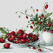 """Картины и панно ручной работы. Ярмарка Мастеров - ручная работа """"Любимые ягоды"""" Вышитая картина.Вышивка крестом.. Handmade."""