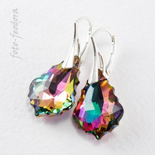 Элегантные серьги из подвесок Сваровски невероятно красивой качественной огранки, переливаются всеми цветами радуги. Закреплены на серебряные швензы. Подойдут для торжественных событий и на каждый день.