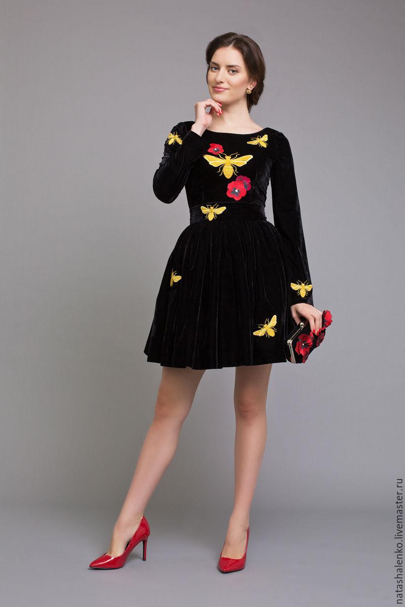 Вышивка на черном платье цветы