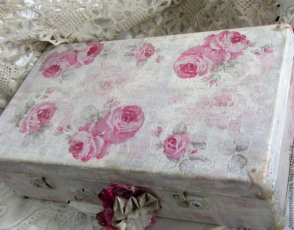 pink mood vintage suitcase shabby chic shop online. Black Bedroom Furniture Sets. Home Design Ideas