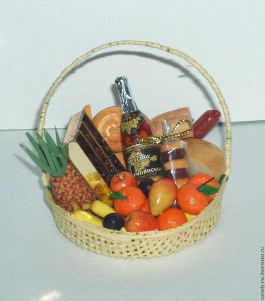 """Еда ручной работы. Ярмарка Мастеров - ручная работа. Купить корзинка """"Подарочный набор"""". Handmade. Кукольная миниатюра"""