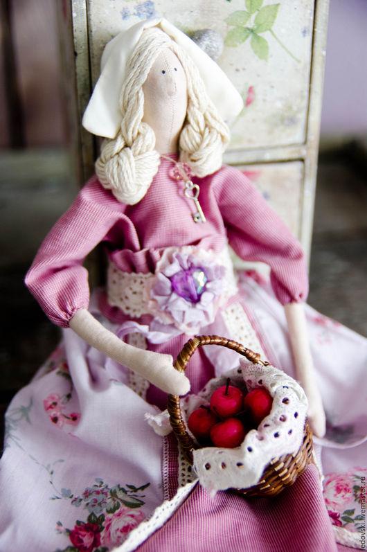 Куклы Тильды ручной работы. Ярмарка Мастеров - ручная работа. Купить Тильда с яблочками. Handmade. Розовый, кукла ручной работы