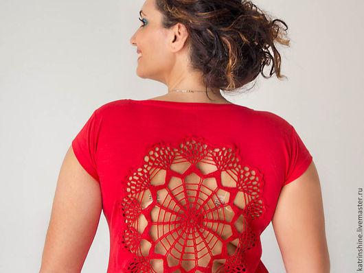 Футболки, майки ручной работы. Ярмарка Мастеров - ручная работа. Купить Красная футболка с ажурной аппликацией на спине Размер L. Handmade.
