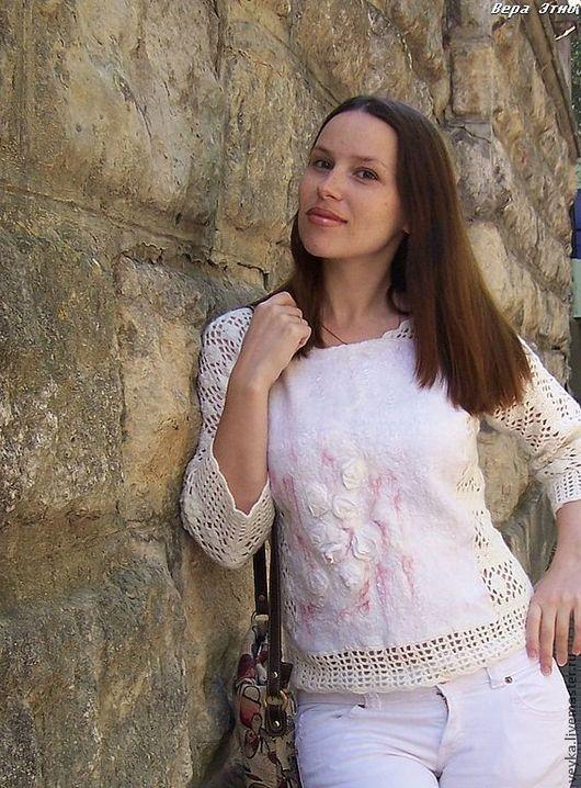 """Кофты и свитера ручной работы. Ярмарка Мастеров - ручная работа. Купить Вязяно-валяный свитерок """"Сахарная пудра"""". Handmade. Белый"""