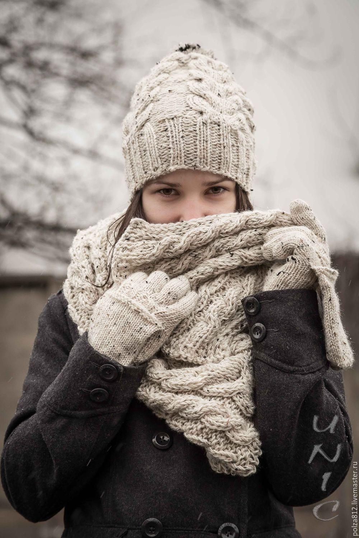 Узор с косами 1: вряд ли вам удастся найти более элегантный комплект из шапочки и шарфа в виде воротника.