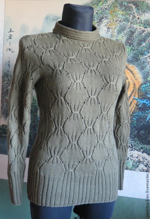Фото. Женский вязаный свитер `Олива` связан из шерсти. Очень нежный, приятный. Оригинальный узор вязания спицами.