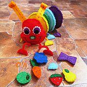 Куклы и игрушки ручной работы. Ярмарка Мастеров - ручная работа Весёлая Гусеница - развивающая игрушка +  погремушка.. Handmade.
