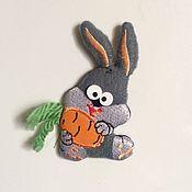 """Мини фигурки и статуэтки ручной работы. Ярмарка Мастеров - ручная работа Магнит """"Зайка с морковкой"""". Handmade."""
